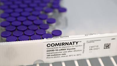 Elárulta a Pfizer, mennyi vakcinát szállítanak Magyarországra