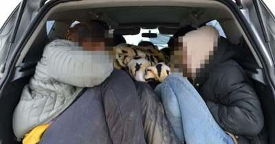 Hat illegális migránst szállított autójában a magyar férfi