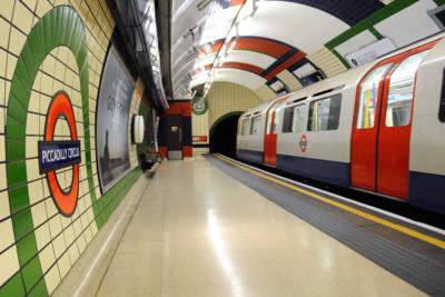 Felrobbantotta az internetet a londoni metró új logója