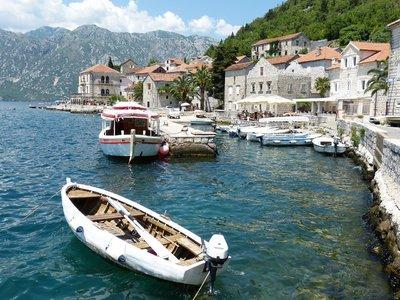 Montenegró megnyit a turisták előtt, Románia módosít a beutazási szabályokon