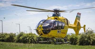 Mentőhelikopter érkezik a főúton elsodort gyalogosért