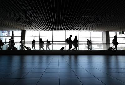 Kétségbeesetten sikoltoztak az utasok: óriási verekedés tört ki a reptéren