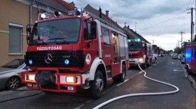 Hős szomszédok: égő házból mentették ki a mélyen alvó asszonyt Szombathelyen - videó