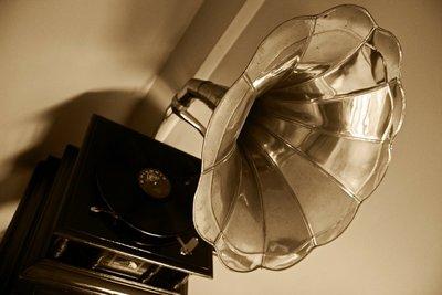 Családi padlásról előkerült, 100 éves gramofont állítanak ki