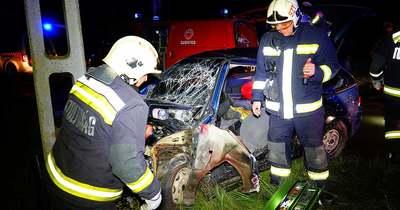 Oszlopnak hajtott egy autó Szegváron – Galéria