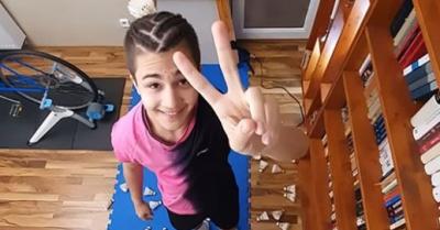 Egy magyar srác két hónap karantén alatt megtanulta eljátszani az Örömódát tollaslabdákkal