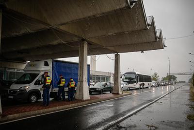 Hatalmas a torlódás az osztrák határnál