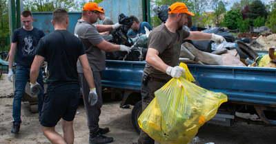 Illegálisan lerakott hulladékot szedtek a quadosok Kerekegyházán