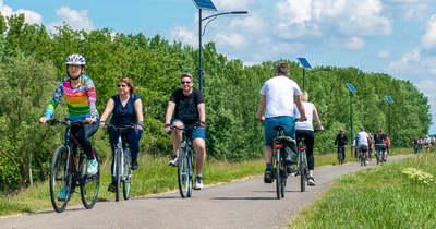 Hetvenen kerülték meg a tavat a Tisza-tó Napja kerékpártúrán