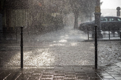 Hatalmas eső csap le az országra