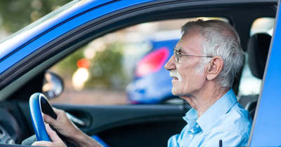 Az idős vagy a fiatal sofőr veszélyesebb az utakon?