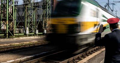 Hétfőtől sűrűbben járnak a vonatok a Balatonhoz