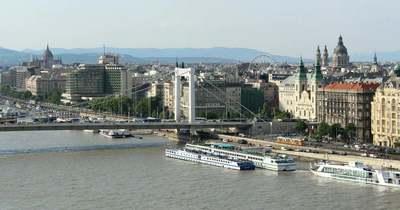 Fiatal fiú esett a Dunába az Erzsébet hídról
