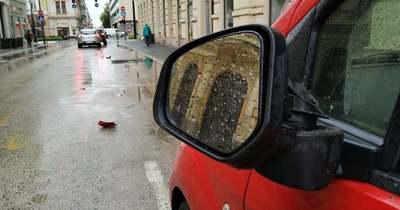 Lesodorta egy parkoló autó tükrét a sofőr Nagykanizsán, majd elhajtott a helyszínről