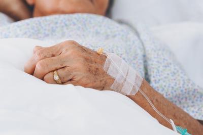 Egy orvos mesélt arról, mit bán meg a legtöbb ember a halálos ágyán