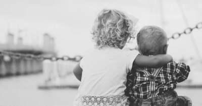 Felfoghatatlan tragédia: holtan találták a 3 éves kisfiút és 5 éves nővérét a házukban