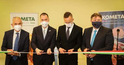Gyorshír: Szijjártó Péter adta át a Kometa új üzemét