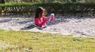 Belefájdul a netezők feje ebbe a fotóba: hová tűnt a kislány teste?!