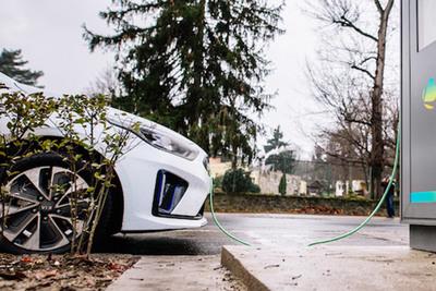 Megjelent az új pályázat, akár ötmillió forintot is kaphat új villanyautóra