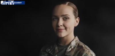 Itt tart Amerika: Leszbikus szülők nevelték, katona lett a nőből