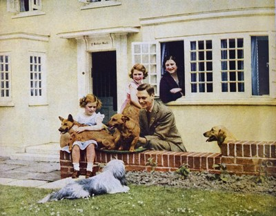 Ez a három ember állt a legközelebb II. Erzsébet királynőhöz: egyikük sem él már