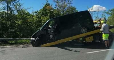Két autó ütközött Pécsen, a 6-os főúton Hird felé