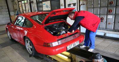Középkorú, piros Porsche és félszáz éves Pannónia gurult be a veteránvizsgára