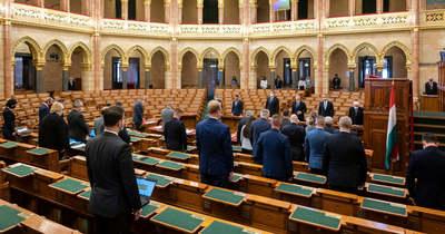 Meghosszabbította a rendkívüli jogrendet a parlament