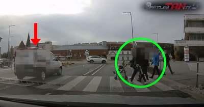 Megdöbbentek a gyalogosok a testkamerás rendőrökön