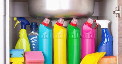 Te mit tárolsz a mosogató alatt? Ha ezek közte vannak, akkor változtass!