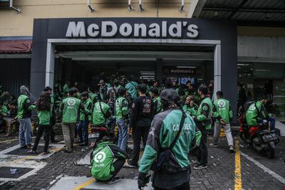 Gyorséttermeket zártak be egy országban egy promóció miatt, hogy ne váljanak gócpontokká