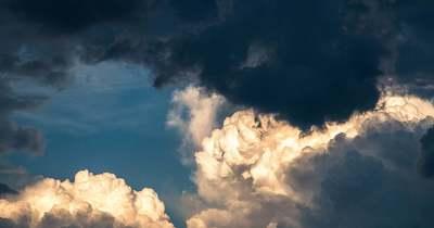 Kiadták a riasztást, viharos szél teszi tönkre a hétvégét