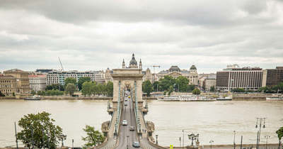 Így siratják a Clark Ádám téri ikonikus virágágyást a budapestiek
