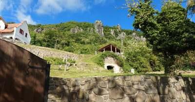 Kockakövek, kőorgonák, szédítő lépcsők és vízi tanösvény Badacsonytördemicen – kétnapos ajánló