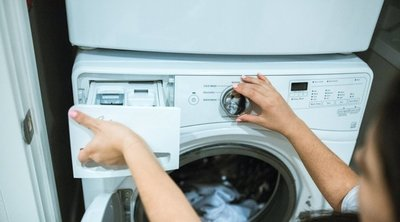 Néhány cseppet önts ebből a mosáshoz, soha többé nem lesznek büdösek a ruhák