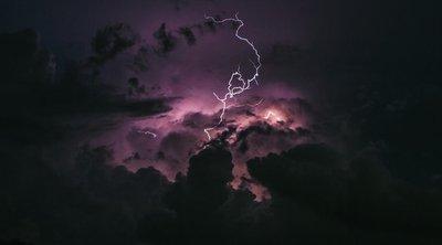 Sipirc haza! Villámokkal, széllel és esővel csap le mindjárt a vihar - Térképpel