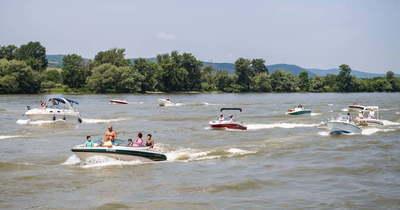 Hajós felvonulás a Dunakanyarban