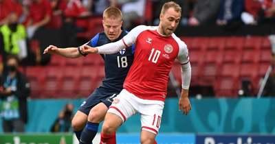 A pályán esett össze Eriksen, félbeszakadt a dán-finn meccs