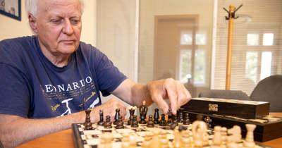 Történelem lóugrásban – Magyar sakkot készít Juhász Sándor
