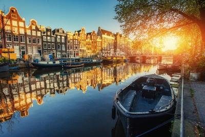 Csatornahajók és óriáshinta várja a szurkolókat a focilázban izzó Amszterdamban