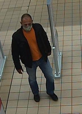 Áruházi tolvajt keres a győri rendőrség - fotó