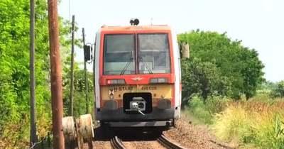 Szívszorító tragédia, ötéves kislányával csapódott a vonatba egy édesapa – Videó