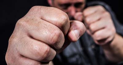 Brutálisan megvert egy férfi egy másikat a kaposvári Béke utcában