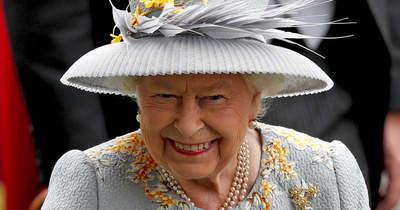 A világon mindenhol imádják ezeket a képeket, elképesztő mit művelt II. Erzsébet – Fotók
