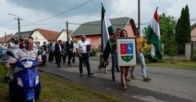Díjakat is átadott a falunapot pótló rendezvényen az ipolyvecei önkormányzat