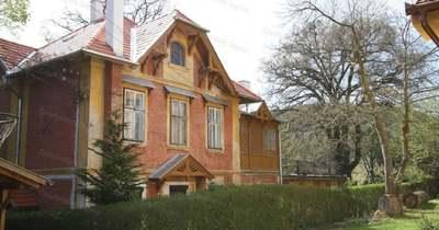Romantikus, fa verandás villa Sopronból 88 millió forintért – fotó