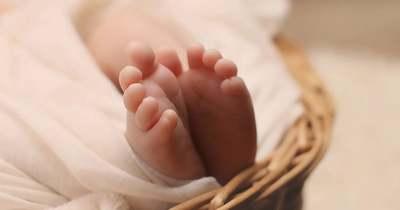 Megszületett az ítélet, ez vár a szülőkre, akik hagyták, hogy kisbabájuk sugárban hányjon, majd meghaljon