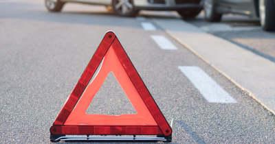 Oszlopnak ütközött egy autó Gödrén