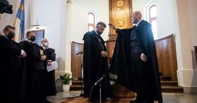 Beiktatták tisztségébe Hella Ferenc esperest