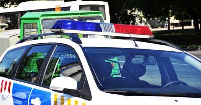 Brutális baleset a határnál, kisbusz rohant a kamionsorba, rengeteg sérült van